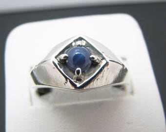 c653 Mens Sterling Silver Ring with a Blue Star Sapphire