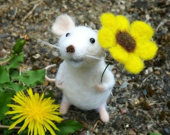 Needle Felted white Mouse, Mouse Ornament, Felt Mice, Needle Felted animal, Woodland creatures, White mice with yellow flower