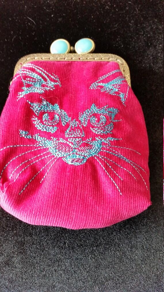 L419. Coin purse with flickering feline design