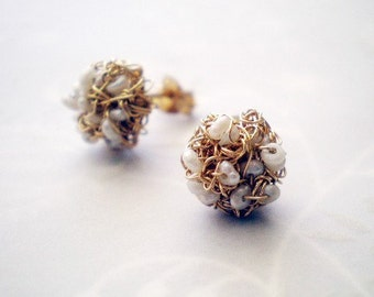 Gold crochet earrings with tiny pearls