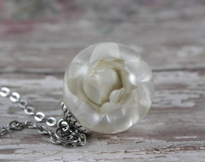 Large White Strawflower Necklace