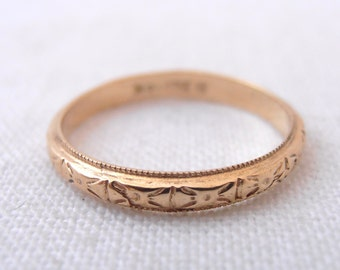 "Geometric Pattern 18k Yellow Gold Engraved ""Zelda"" Wedding Band- by Chasing Jewelry"