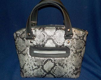 Faux Snake Skin, Silver and Black Purse, Swoon LOLA Pattern