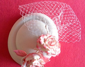 Unique fascinator White