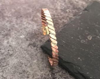 Magnetic bracelet in copper and brass, twisted, with all its benefits