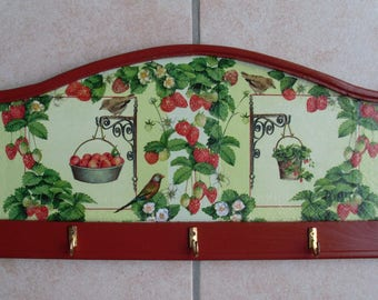 Key holder to brighten up a hallway or kitchen country or rail.