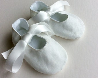 handmade baby shoes, Mary Jane baby shoes, baby slippers, baby girl shoes, christening shoes, baptism shoes, ivory baby shoes, baby clothes