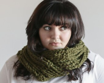 Chunky Infinity Scarf Loop Cowl Warmer | THE TAIN in Cilantro