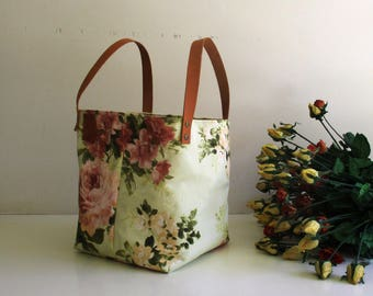 Cube Floral Tote - Pale Green with Tan Leather Straps