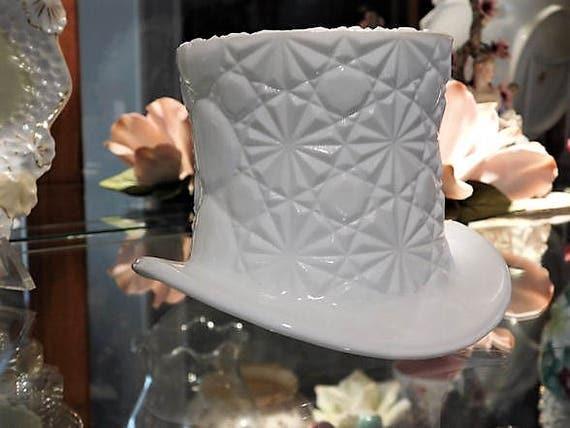 LARGE Fenton Milk Glass Top Hat / Button Daisy