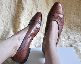 Vintage 90s flats by Ann Taylor, Vintage brown leather shoes, womens leather flats, pointed toe flats, Made in Italy