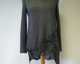 The hot price, grey linen sweater, L size. Only one sample.