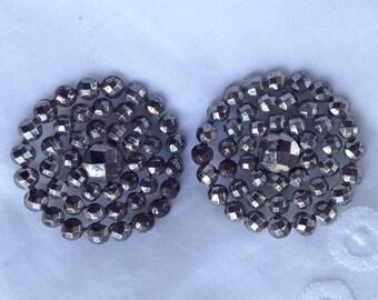 Cut steel buttons