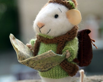 needle felted traveler mouse, tourist mouse, discoverer, felted mouse, felt animal, felt mouse, mouse with bag, eco toy, felt mice