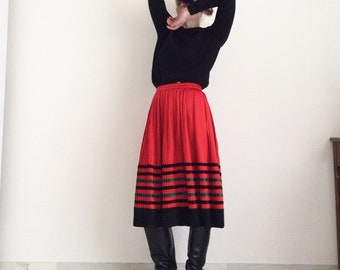 Black and green red pleated vintage skirt. High waist. Size 42