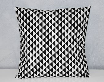 Pillow cover - 40 x 40 cm - fabric pattern triangles - toned black and white - Scandinavian trend