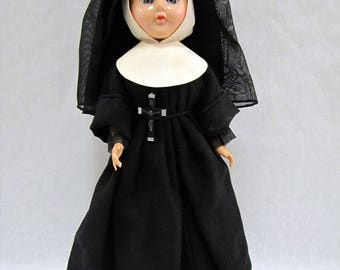 "Vintage 1950s NUN DOLL Sleepy Eyes Maker Uknown Removable Shoes CRUCIFIX 13"" Creepy"