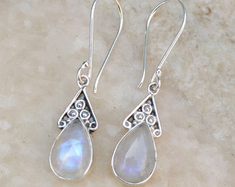 Rainbow moonstone earring, June Birthstone Earrings, sterling silver earring, Gemstone earrings, Desgner silver earring, Daily wear earrings