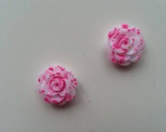 lot de 2 fleurs en résine  14mm blanche et rose