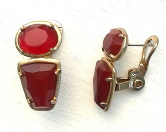 Vintage jewellery. Red stone earrings.  Red stone Monet earrings.  Retro earrings. Vintage earrings.
