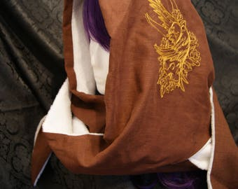 Hooded scarf made of linen with raven motif