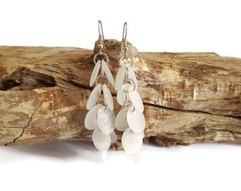 Earrings white pastilles