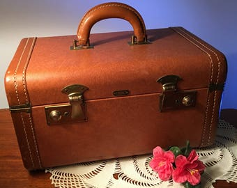 Vintage brown Eline JK Luggage Milwaukee train case from the 50s or 60s