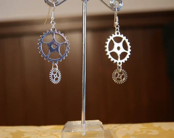 Steampunk-Earrings with small gears