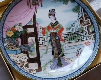 A beautiful Geisha Chinese plate Imperial Jingdezhen   Hsi Feng  original package Excellent condition Brafford Exchange Collection