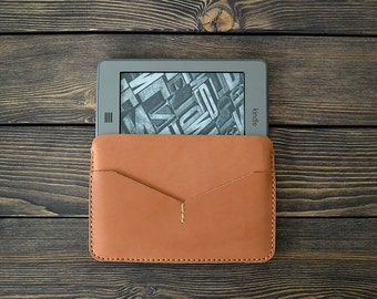 Kindle Paperwhite leather case. Horizontal case. Reader leather sleeve. Light brown color.
