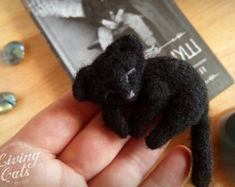 Black cat pin, stuff black cat jewelry, knitted cat brooch, kitty knit brooch, sleeping cat knit, black lie cat,casual brooch,cat lover gift