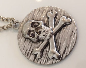 """18"""" skull and crossbones necklace"""