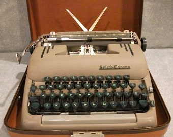 Beautiful FULLY FUNCTIONING 1954 Smith Corona Silent-Super Portable Typewriter in Special Holiday Case