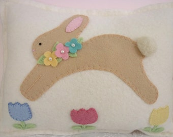 Felt Bunny Pillow Easter Baby Penny Rug Flowers Tulips Decoration Applique Wool Needle Felted