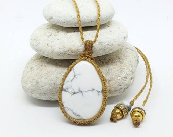 """""""Relaxation"""" white Howlite necklace, macrame, pearls and rhinestones"""