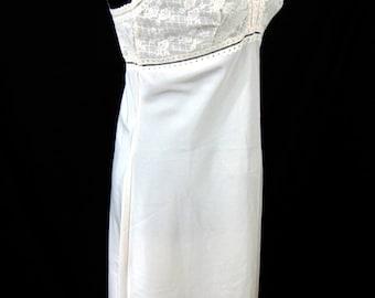 Saks Fifth Avenue Beige Full Slip Size 36 Vintage 1960s Lingerie Union Label