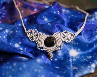 Leo-macrame necklace with porthole and Tiger eye