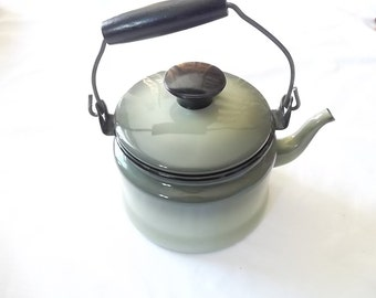 Vintage Enamalware, Olive/Avacodo Metal Tea Pot, Kettle