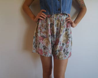 1990s high waist shorts // floral shorts // contempo casuals // rose print shorts