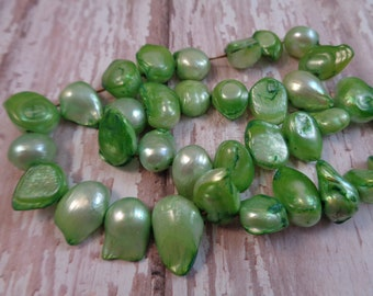 22 Bright Grass Green Tailed Baroque Freshwater Pearl Beads 14x10x10mm Baroque Tailed Pearls Fireball Flameball Bubble Pearls Green #T1312