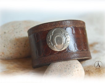 Leather strap, horseshoe, lucky, handmade, brown, country, western, gift