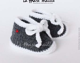 Baby booties knit wool gray melange and white spirit sneaker with the Mare hand knitted lace ' stitch