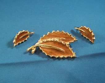 Vintage Sarah Coventry Woodgrain Leaf Brooch Pin and Clip Earring Set