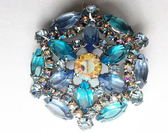 Gorgeous sparkly silver tone Vintage pin - blue aurora borealis rhibestones, multiple shades of blue and a yellow stone in the center