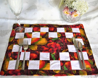 Quilted fall placemat, fabric placemat, Thanksgiving placemat, housewarming gift, Autumn placemats, set of 4 placemats