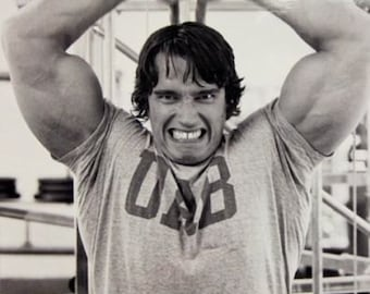 Arnold Schwarzenegger Lifting Weights black and white poster 16 x 20