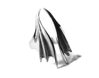 Embrace | Ring in Silver - Vampire Bat Wings Ring by Trickery