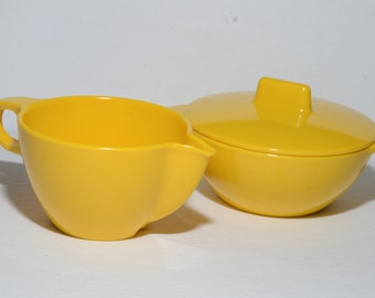 Vintage, MELMAC, yellow, Creamer and Sugar Bowl with Lid, by GPL, Dinnerware, Hard Plastic, Canadian, Melamine, Mid-century, Made in Canada