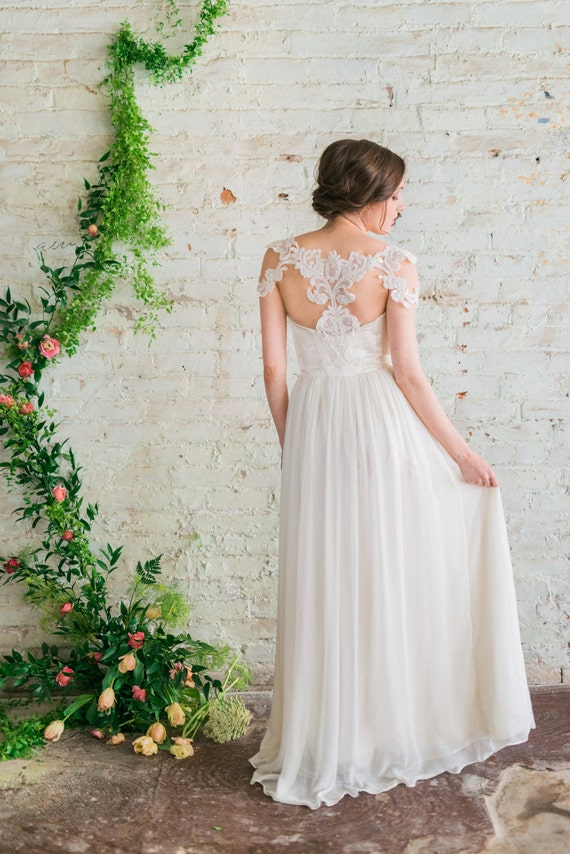 Elfenbein Seide Chiffon Brautkleid Beaded Lace Cap Sleeve
