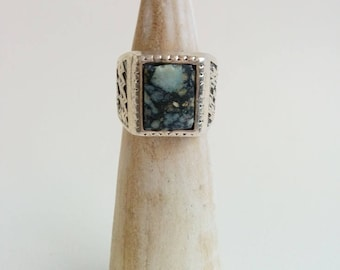 Solid Sterling Silver Vintage Native American Style Variscite or Turquoise Ring with Zigzag Pattern Band